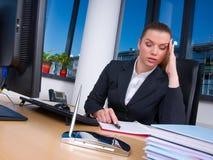 женщина дела утомленная Стоковое Изображение