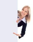 Женщина держа знак - портрет красивейшей женщины держа bla Стоковое Фото