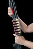 Женщина держа корокоствольное оружие Стоковое Фото
