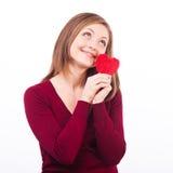 Женщина держа форму и мечтать сердца Стоковая Фотография RF