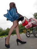 женщина детской дорожной коляски Стоковые Фотографии RF