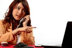 Женщина деятельности на офисе Стоковое фото RF