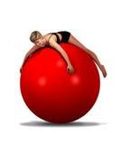 Женщина лежа на шарике Стоковые Фото