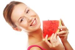 Женщина держа арбуз готовый принять укус Стоковые Фото