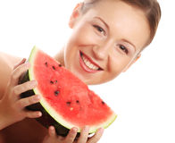 Женщина держа арбуз готовый принять укус Стоковое фото RF