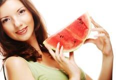 Женщина держа арбуз готовый принять укус Стоковое Фото