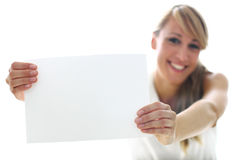 Женщина держа белый лист Стоковая Фотография RF
