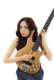 Женщина держа ее басовую гитару поднимающий вверх и играть стоковое изображение rf
