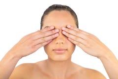 Женщина держа ее глаза закрытый Стоковые Изображения