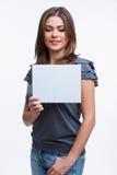 Женщина держа пустую доску Стоковая Фотография RF