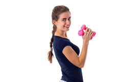 Женщина держа 2 розовых гантели Стоковые Фото