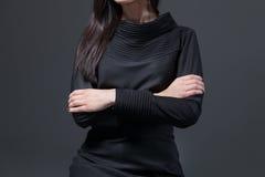 Женщина держа руки пересеченный Стоковая Фотография RF