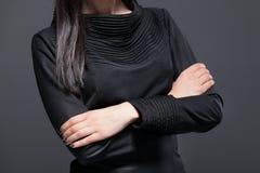 Женщина держа руки сложенный Стоковое фото RF
