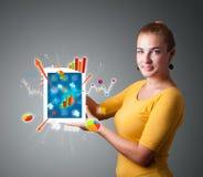 Женщина держа самомоднейшую таблетку с цветастыми диаграммами и диаграммами Стоковые Фотографии RF