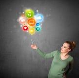 Женщина держа социальный воздушный шар средств массовой информации Стоковые Фотографии RF