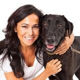 Женщина держа счастливую собаку Стоковая Фотография