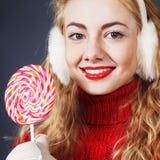 Женщина держа lollypop Стоковые Фотографии RF