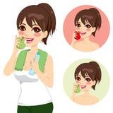 Женщина есть яблока бесплатная иллюстрация
