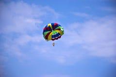 Параплан летания Стоковое Фото