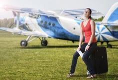 Женщина лета мечтая о перемещении Стоковые Фото