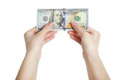 Женщина делать рука держа 100 долларов изолированный на белой предпосылке Стоковое Изображение RF