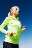 Женщина делая бежать outdoors Стоковое Изображение