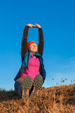 Женщина делая разминку перед jogging Стоковое Фото