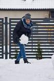 Женщина делая снеговик Стоковые Изображения RF