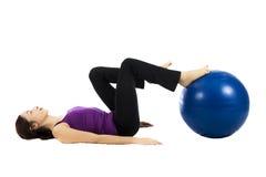 Женщина делая тренировки ноги pilates стоковые фотографии rf