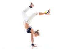 Женщина делая handstand Стоковое Изображение