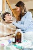 Женщина заботя для больного супруга Стоковые Изображения