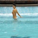 женщина заплывания бассеина Стоковые Фото