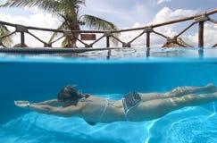 женщина заплывания Мексики cozumel стоковые изображения rf
