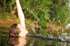 женщина заплывания Стоковое Изображение