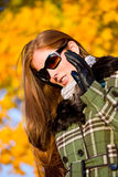 женщина захода солнца парка волос способа осени красная Стоковое Фото