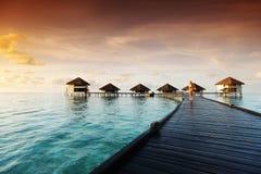 женщина захода солнца платья maldivian Стоковые Фото
