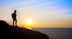женщина захода солнца силуэта Стоковая Фотография