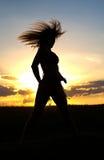 женщина захода солнца Стоковые Изображения RF