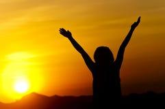 женщина захода солнца Стоковая Фотография RF