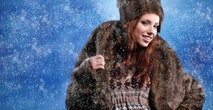 женщина зимы шерсти пальто стоковое изображение