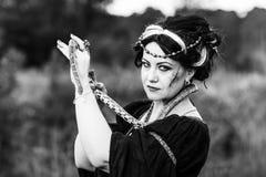 женщина змейки стоковое изображение