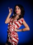 женщина золотистых ювелирных изделий платья ретро Стоковое Фото