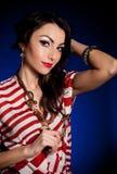 женщина золотистых ювелирных изделий платья ретро Стоковые Фотографии RF