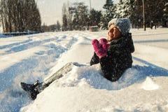 Женщина играя в парке Стоковое Изображение RF