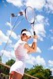 женщина играя теннис Стоковая Фотография