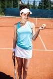 женщина играя теннис Стоковые Изображения
