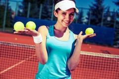 женщина играя теннис Стоковое Изображение