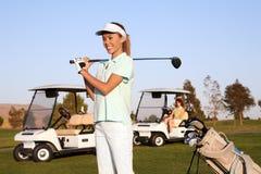 женщина игрока в гольф милая стоковая фотография rf