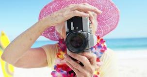 женщина изображения старшая принимая видеоматериал