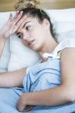 Женщина имеет мигрень Стоковые Изображения RF